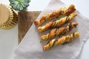 Sobotni hitri prigrizki ali zvitki s pestom in sirom