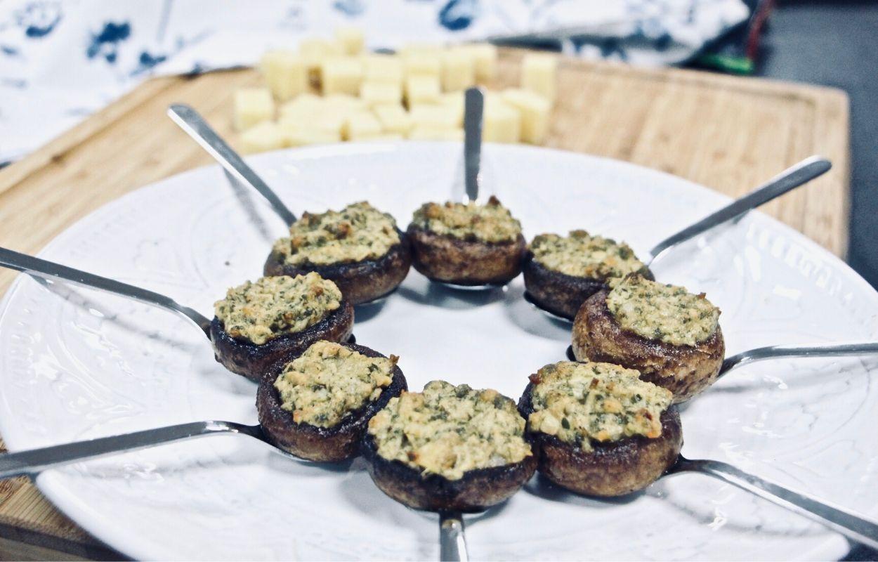 Še eden izmed načinov priprave najljubšega živila, ali šampinjoni polnjeni z artičokami